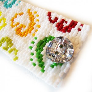 pulsera-logo-dicope-arcoiris-bolitas-cristal