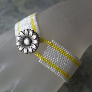 time2cre8 flower button bracelet