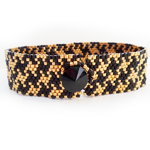 Houndstooth Bracelet in Gold and Black Glass Beads (3)
