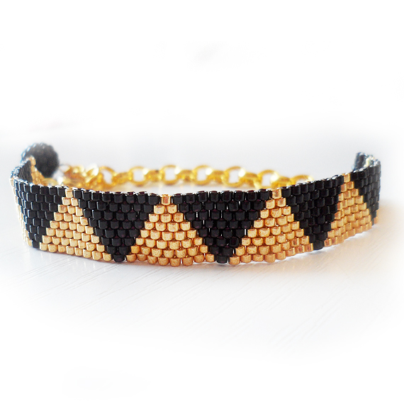 Triangle Bracelet with Black and Gold Glass Beads (4)