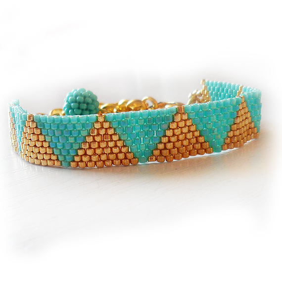 Triangle Bracelet with Gold and Blue Glass Beads (5)