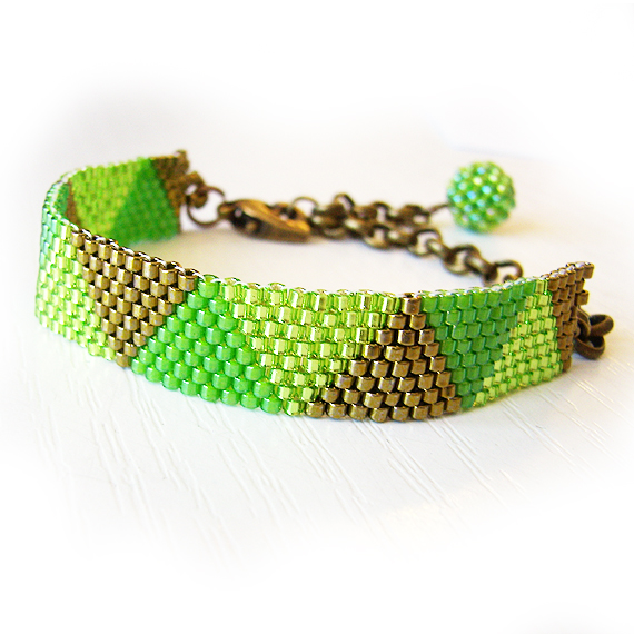 Triangle Bracelet with Green Glass Beads - Beadwork Bracelet - Dicope Soul Bracelet