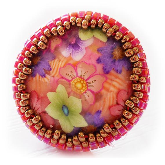 Anillo cabuchon flores fimo y bolitas rojo (4)