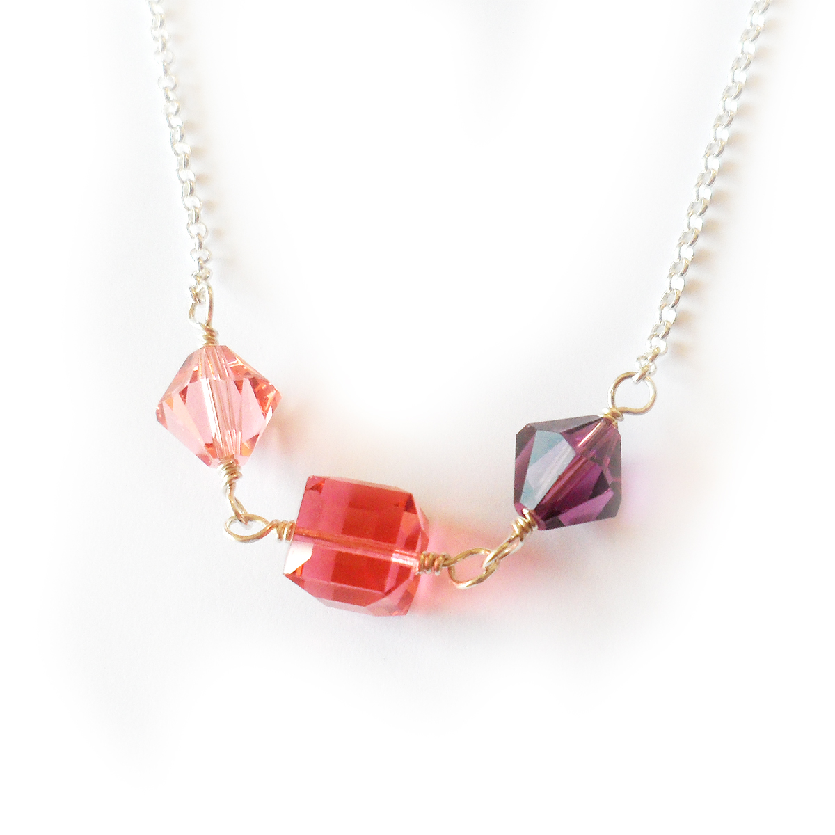 collar-adriana-en-plata-de-ley-y-cuentas-de-swarovski-rosa-y-lila-3