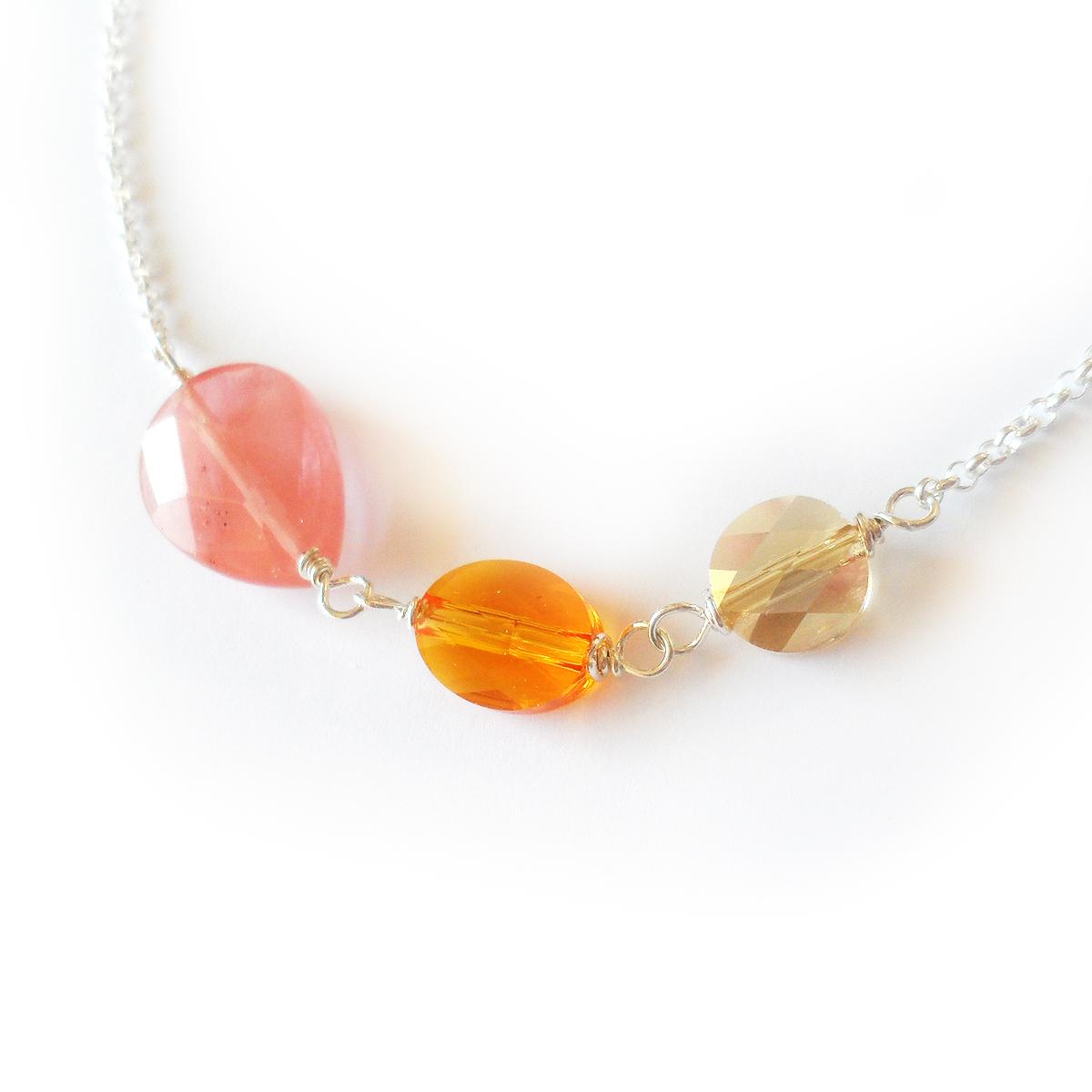 collar-emma-en-ovalos-de-cristal-de-swarovski-y-gota-de-cuarzo-cerezo-3