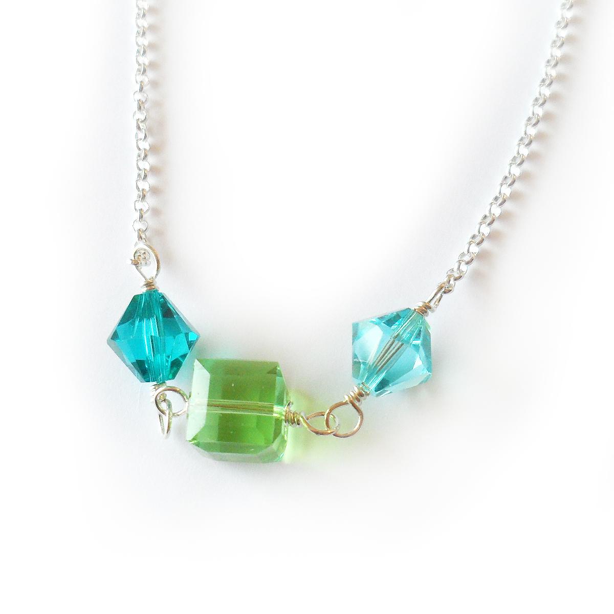 collar-megan-en-plata-de-ley-y-cuentas-de-swarovski-verde-y-azul-3