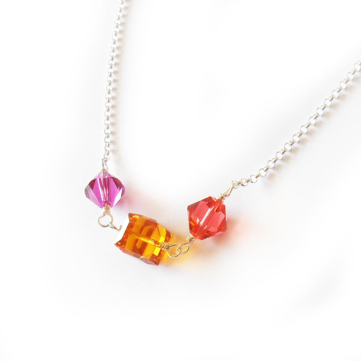 collar-regina-en-plata-de-ley-y-cuentas-de-swarovski-rosa-y-topacio-3