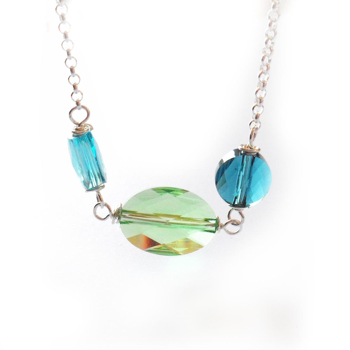collar-sara-en-ovalos-de-cristal-de-swarovski-verdes-y-azul-3