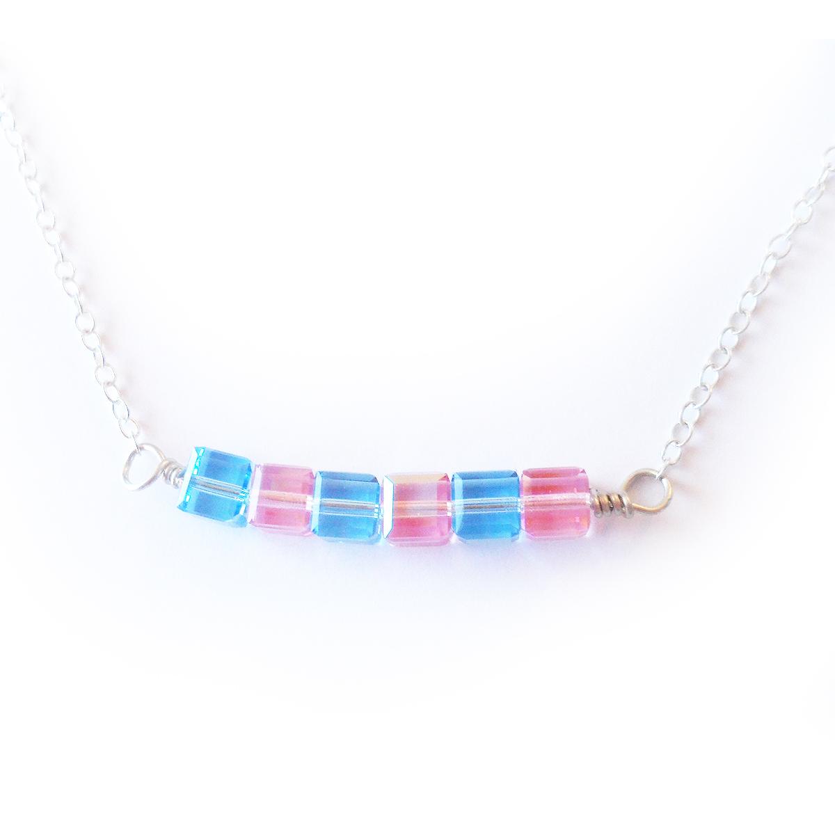 collar-vanessa-en-cubos-de-cristales-de-swarovski-rosa-y-azul-3