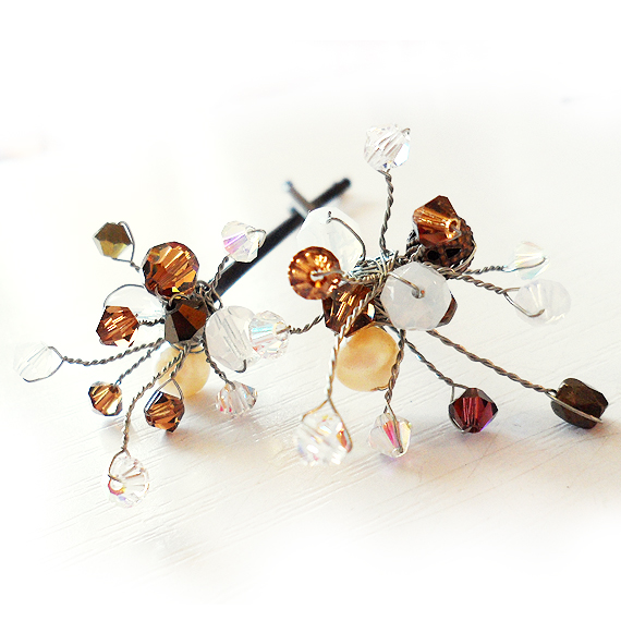 agujas pinzas pelo cristales swarovski marron