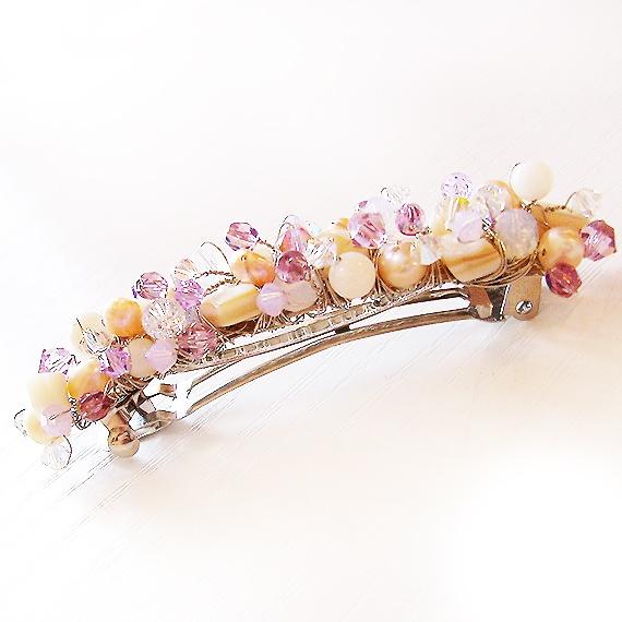 broche de pelo nacar perlas y abalorios de cristal lila
