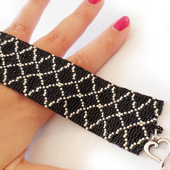 pulsera rombos negro y plata - pulsera ancha abalorios delicas (4)